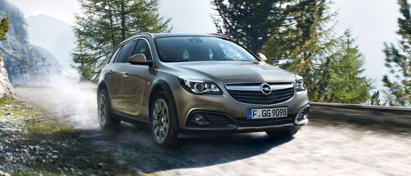 Opel Insignia Country Tourer: спереди справа