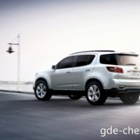 : Chevrolet Trailblazer сзади-сбоку