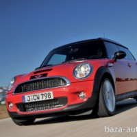 : фото MINI John Cooper Works clubman спереди