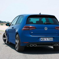 : фото Volkswagen Golf R сзади