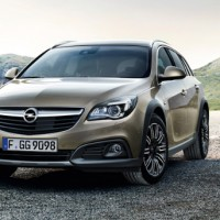 Opel Insignia Country Tourer: спереди слева