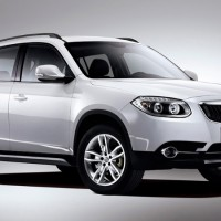 Brilliance V5: спереди справа