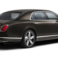 NEW Bentley Mulsanne Speed: справа сзади